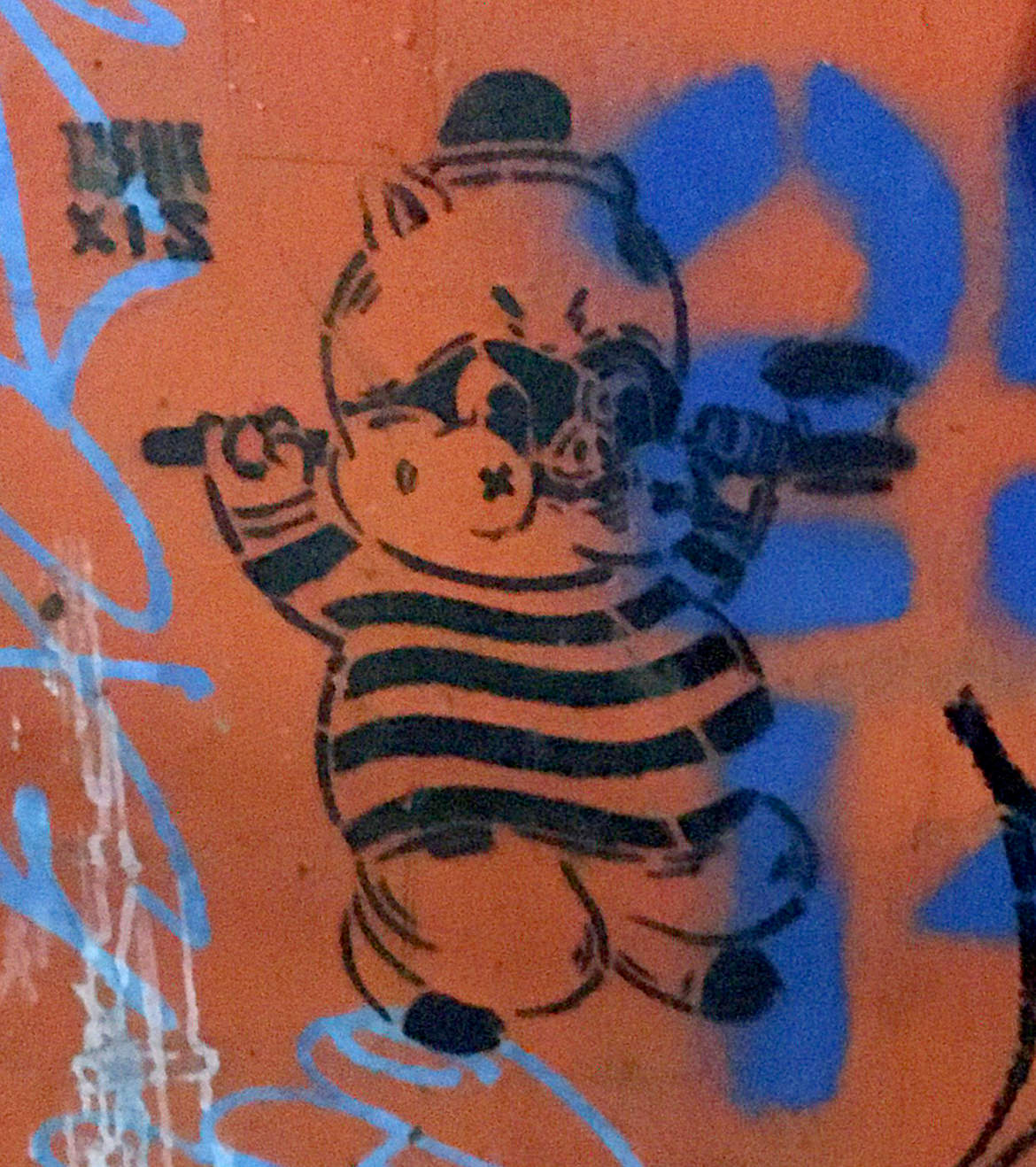Stencil grafitti of a crooked pig